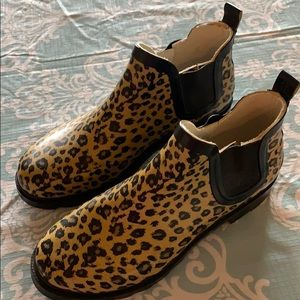 NWOT cheetah print rain ankle boots sz S ( 6-6.5)